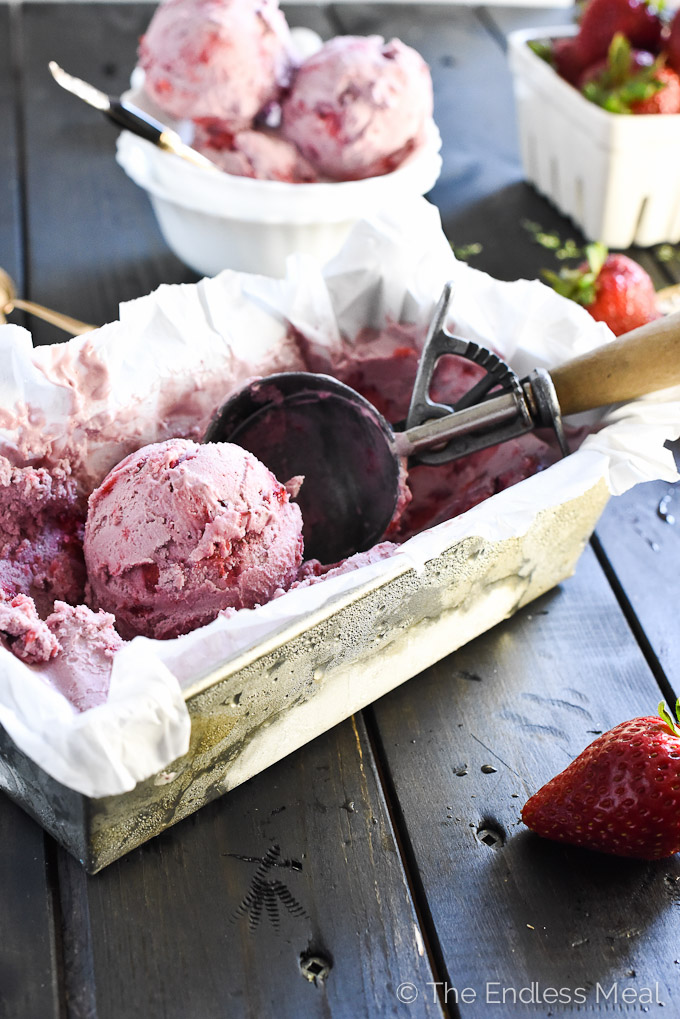 White Balsamic and Roasted Strawberry Ice Cream :: I bet you'd never guess that this super creamy and delicious ice cream just so happens to be vegan + paleo! :: theendlesmeal.com