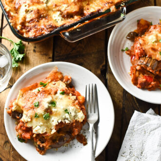 Cheesy Vegetarian Eggplant Lasagna | An easy to make and super delicious Meatless Monday dinner. | theendlesmeal.com