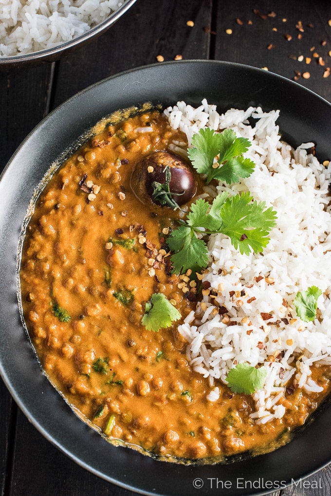 A close up of this coconut lentil curry recipe in a black bowl.