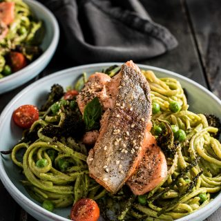 Green Goddess Pasta Bowls are a healthy and delicious main dish recipe. It's made with a pesto-like sauce, roasted green veggies and pasta of your choice. Choose your favorite protein to make this a paleo or vegan-friendly meal. | theendlessmeal.com