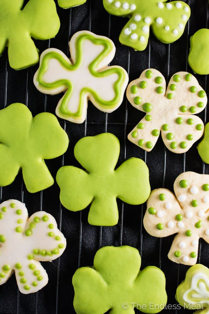 These Shamrock Sugar Cookies are made with my all-time favorite soft sugar cookie recipe. The frosting is tinted bright green with an easy to make all-natural food dye. There's no creepy artificial color in these cookies! Happy St. Patty's Day! ? | theendlessmeal.com