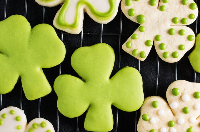 These Shamrock Sugar Cookies are made with my all-time favorite soft sugar cookie recipe. The frosting is tinted bright green with an easy to make all-natural food dye. There's no creepy artificial color in these cookies! Happy St. Patty's Day! ?   theendlessmeal.com