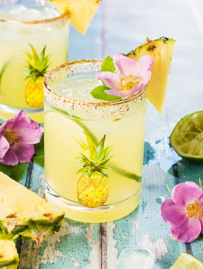 Get your tropical cocktail on with these Fresh Pineapple Margaritas. They're super easy to make and perfect for any weekend BBQ or sunny after work patio drink. Drink up! | theendlessmeal.com