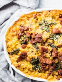 This delicious Pumpkin Mac and Cheese recipe got a little bit of a makeover. It's loaded with healthy pumpkin and kale but is still the creamy and delicious carbs you love.  | theendlessmeal.com