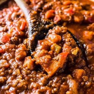 This delicious bean free Easy Paleo Chili Recipe has become our family's go-to one pot dinner. It's full of healthy veggies and so simple to make. It's also 100% Whole30 compliant. You're going to LOVE it!   theendlessmeal.com   #chili #paleochili #whole30chili #beanfreechili #whole30recipes #paleorecipes #paleofamilyrecipes #healthychili #easychilirecipe #chilirecipe #healthyrecipes #beanlesschili #beanlesschilirecipe