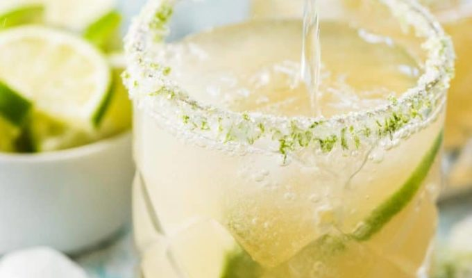 Fizzy Lime Margaritas by The Endless Meal | The 15 Best Summer Cocktails