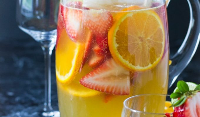 Summer White Sangria by Ambs Loves Food | The 15 Best Summer Cocktails