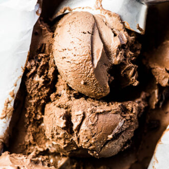 SAVE FOR LATER! Chocolate Banana Ice Cream tastes EXACTLY like chocolate ice cream and is made with only 3 ingredients and they're all healthy. My favorite way to eat it is as soft serve right out of the blender but you can also freeze so it's firm enough to scoop into ice cream cones. | vegan + gluten-free + paleo | #theendlessmeal #bananaicecream #chocolateicecream #vegan #paleo #glutenfree #healthyicecream