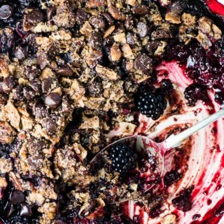 SAVE FOR LATER! This Chocolate Blackberry Crumble is so good you'll NEVER know it's a healthy dessert recipe. The grain-free topping resembles your favorite traditional crumble topping but it's made without oats. It's crazy delicious. | vegan + paleo + gluten-free + refined sugar-free | #theendlessmeal #blackberries #crumble #crisp #refinedsugarfree #paleo #vegan #glutenfree #blackberrycrumble #berrycrumble #fruitcrumble #summer #dessert #bakedfruit