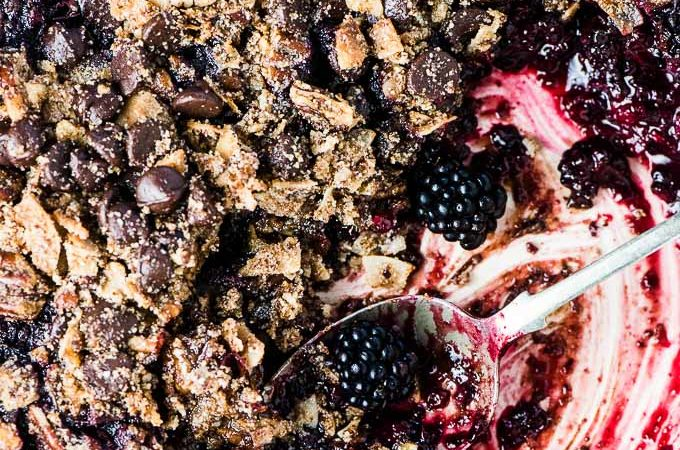 SAVE FOR LATER! This Chocolate Blackberry Crumble is so good you'll NEVER know it's a healthy dessert recipe. The grain-free topping resembles your favorite traditional crumble topping but it's made without oats. It's crazy delicious.| vegan + paleo + gluten-free + refined sugar-free | #theendlessmeal #blackberries #crumble #crisp #refinedsugarfree #paleo #vegan #glutenfree #blackberrycrumble #berrycrumble #fruitcrumble #summer #dessert #bakedfruit
