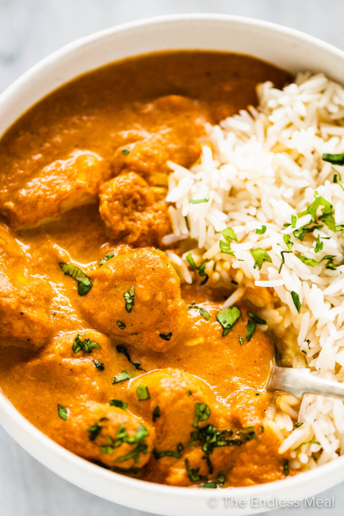 A bowl of crockpot butter chicken and rice.